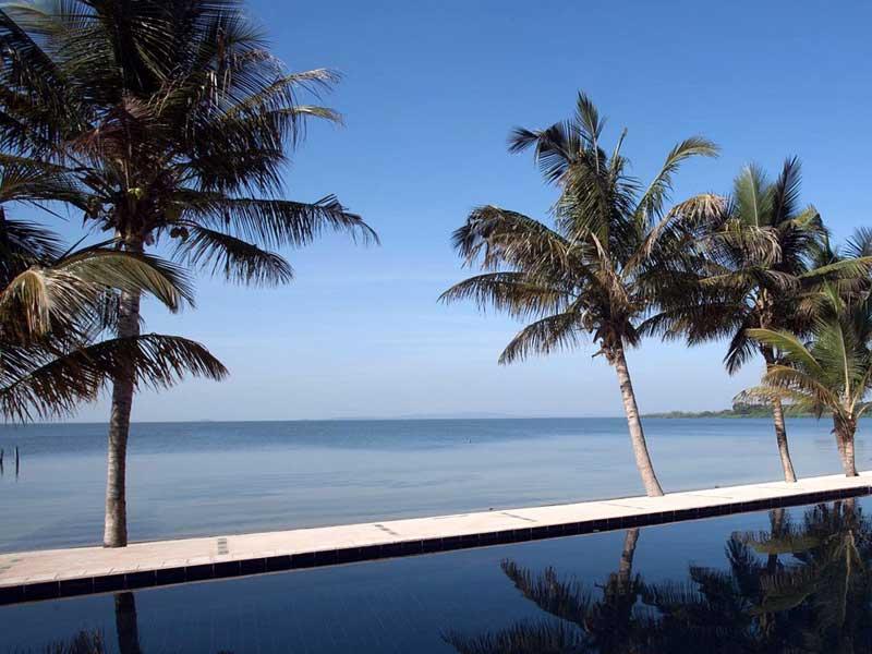 Uganda - Hotel On Lake Victoria