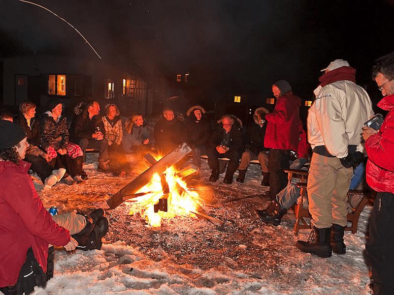 Canada - Polar Bears - Campfire
