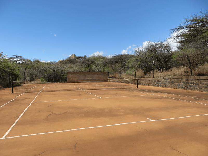 African Safari - Kenya - Tenniscourt